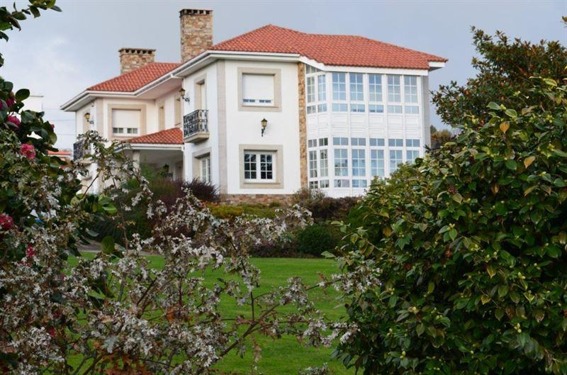 foto de Casa en venta en Oleiros  1