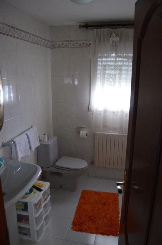 foto de Casa en venta en Oleiros  28