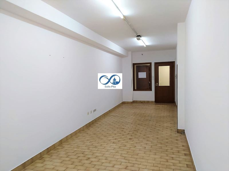 foto de Local comercial en alquiler en Betanzos  3