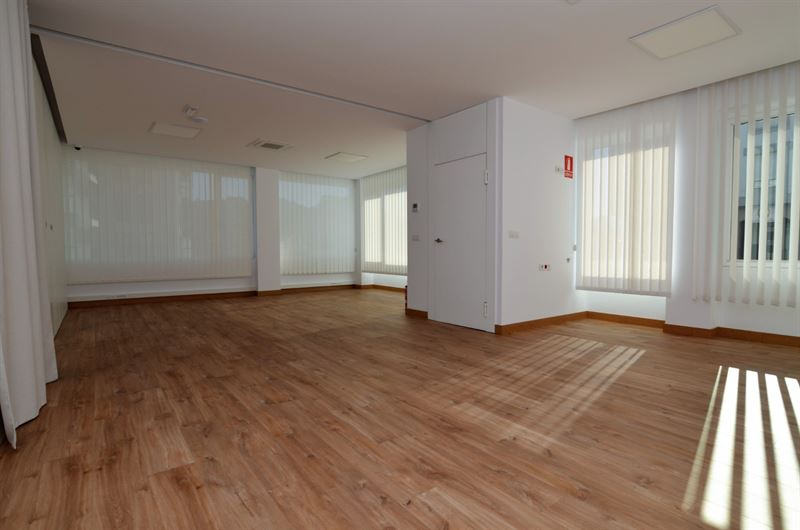 foto de Oficina en alquiler en Betanzos  1