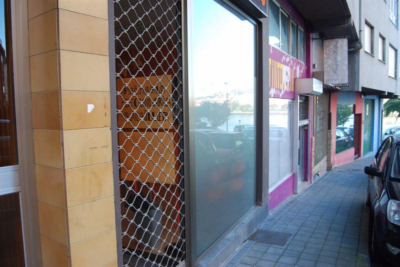 foto de Local comercial en venta en Cambre - Temple  3